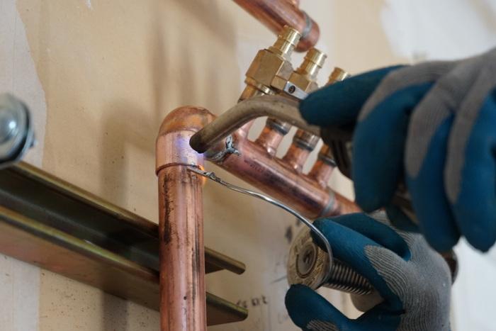 Hydronic plumbing manifold